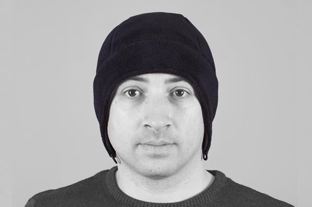 Поларена шапка с уши, черна, фронтално