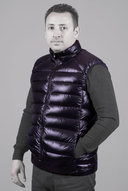 Пухен елек Алпина Лайт, черен, фронтално