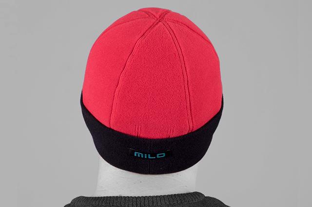 Поларена шапка, тип тиква, червено-черна, в гръб